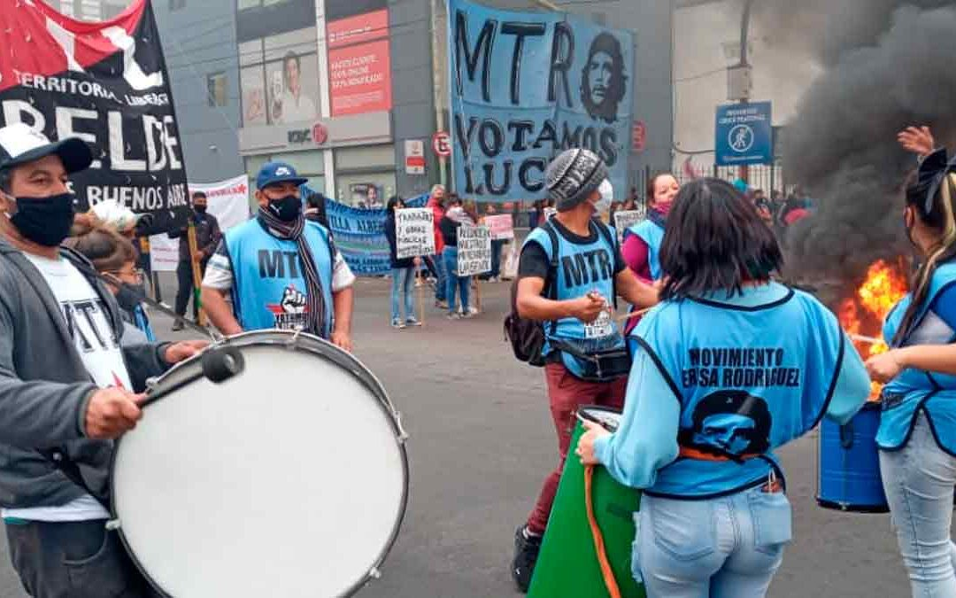 LOMAS DE ZAMORA: MOVIMIENTOS SOCIALES VOLVIERON A PROTESTAR EN RECLAMO DE TRABAJO Y COMIDA