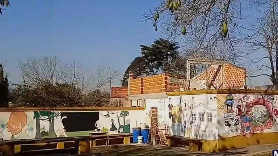 USURPARON TRES SALAS DE UNA ESCUELA DE MORENO Y AMENAZARON DE MUERTE AL DIRECTOR