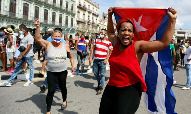 EL RÉGIMEN CUBANO BLOQUEÓ INTERNET Y CORTÓ LA ELECTRICIDAD PARA IMPEDIR LA DIFUSIÓN DE LA PROTESTA