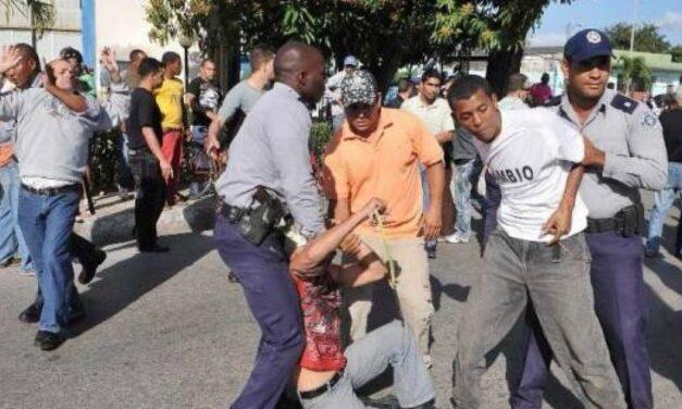 CUBA: MANIFESTACIÓN MASIVA EN CONTRA DE LA DICTADURA CUBANA