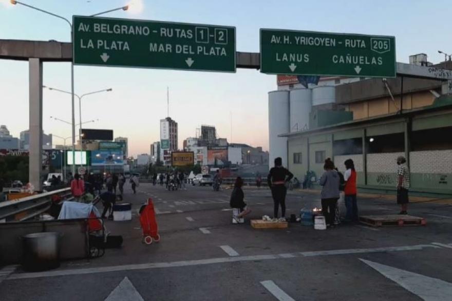 CAOS DE TRÁNSITO POR UN CORTE EN EL PUENTE PUEYRREDÓN