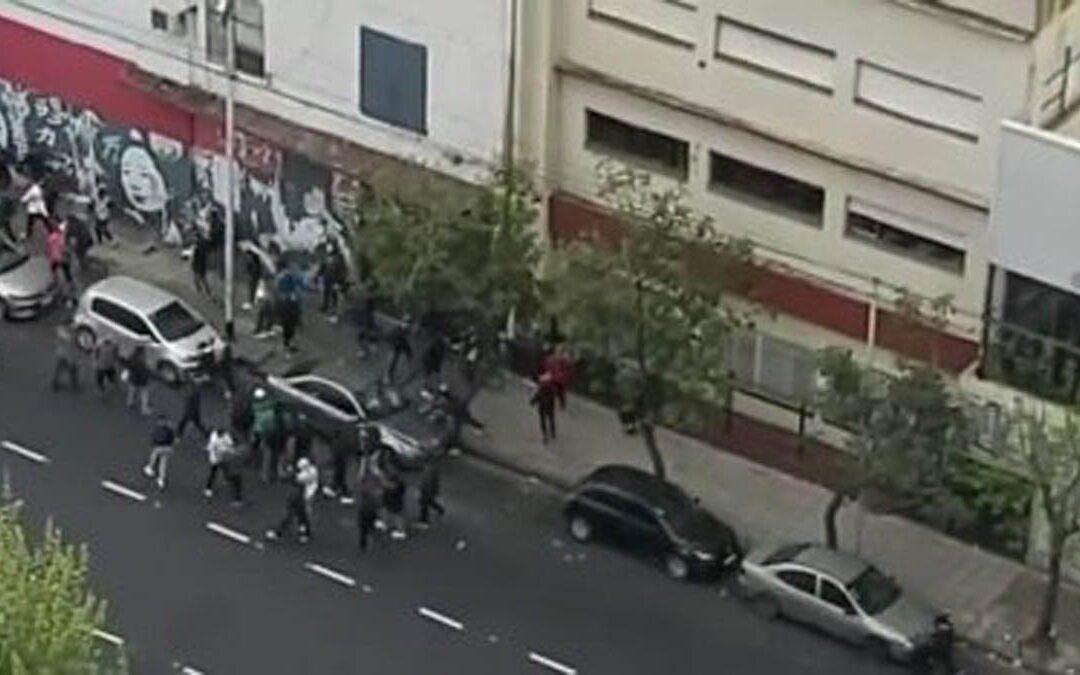 AVELLANEDA: BARRAS DE INDEPENDIENTE SE ENFRENTARON A LOS TIROS